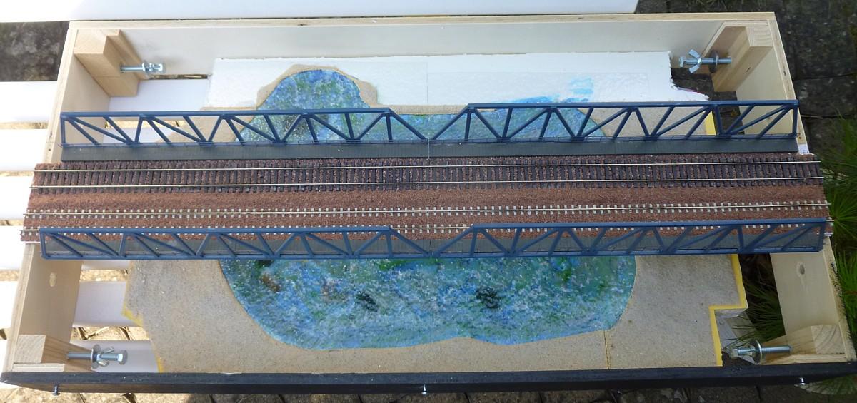Pont sur lac avant toute décoration
