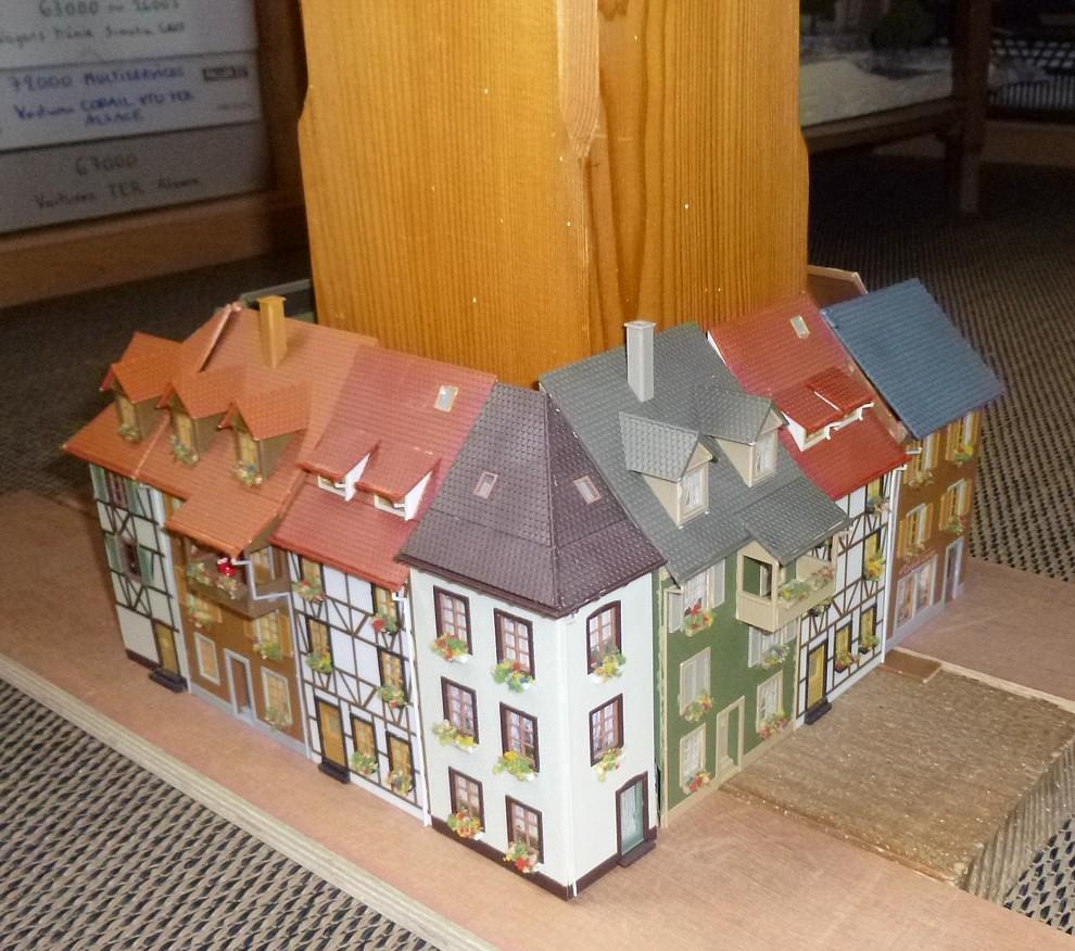 Maisons autour du poteau