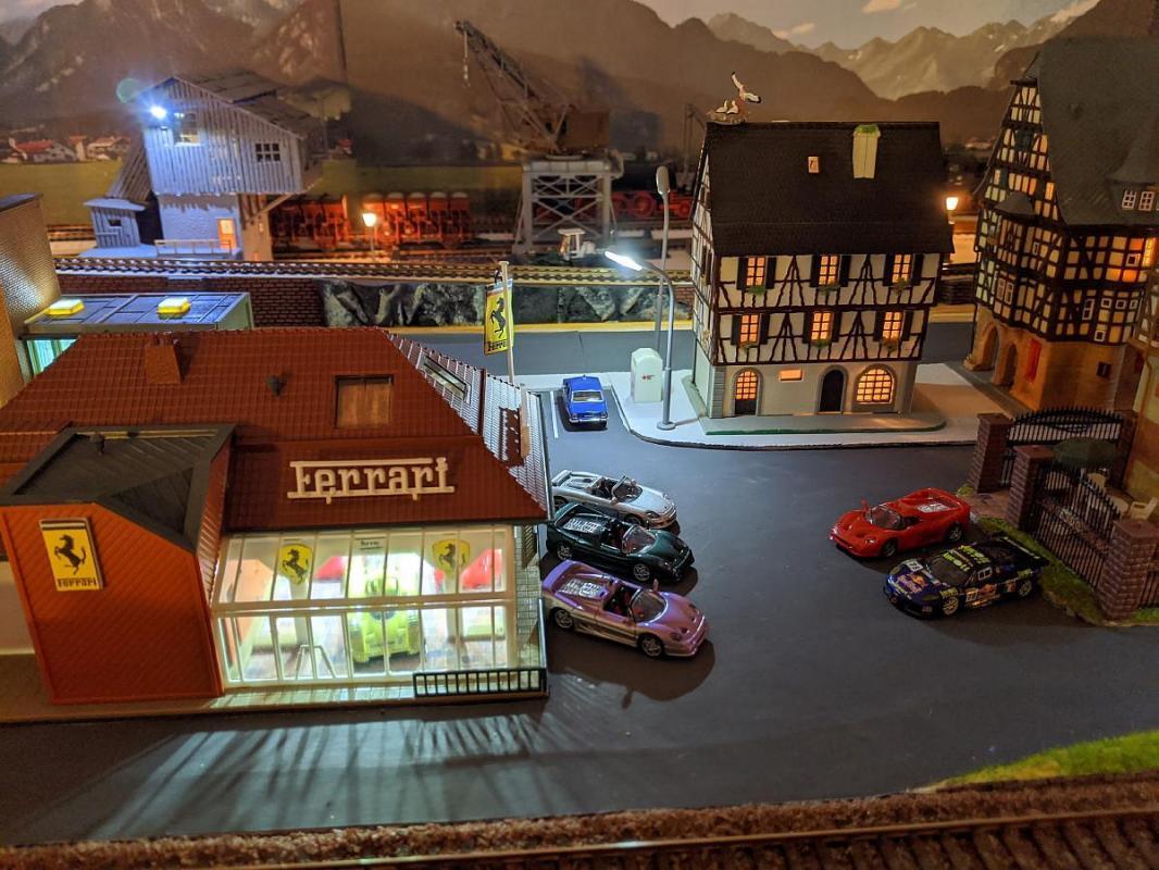 Le garage Ferrari et la place Anta